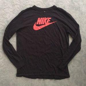 The Nike Tee Long Sleeve